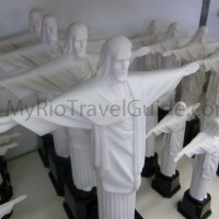 christ-statues-in-miniature-for-sale-on-corcovado-mountain-in-rio-de-janeiro